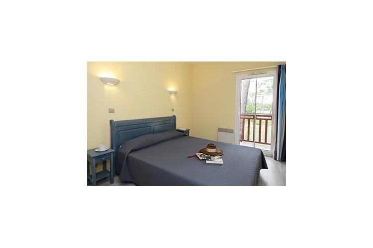 Chambre 2 lits jumeaux (villa 10p, maison 5p et Appart 4 p), possibilité de réunir les lits.